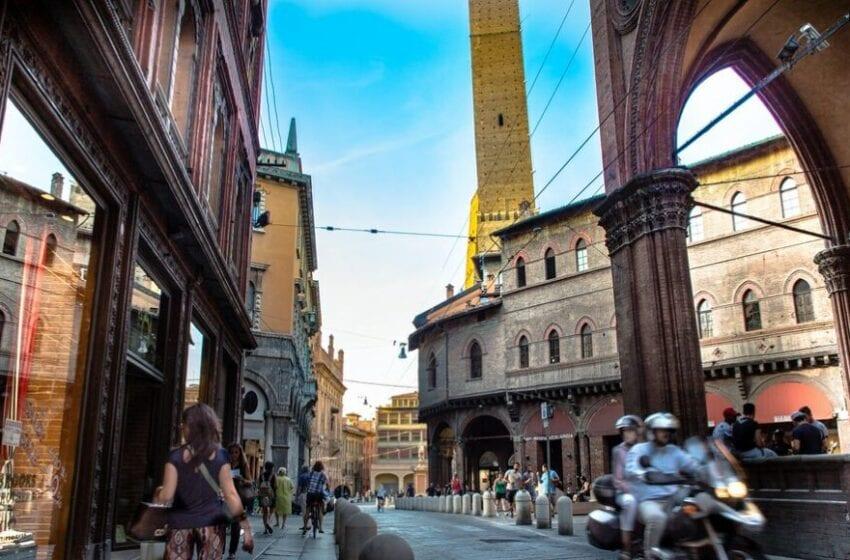 Il negozio di quartiere di Bologna è online